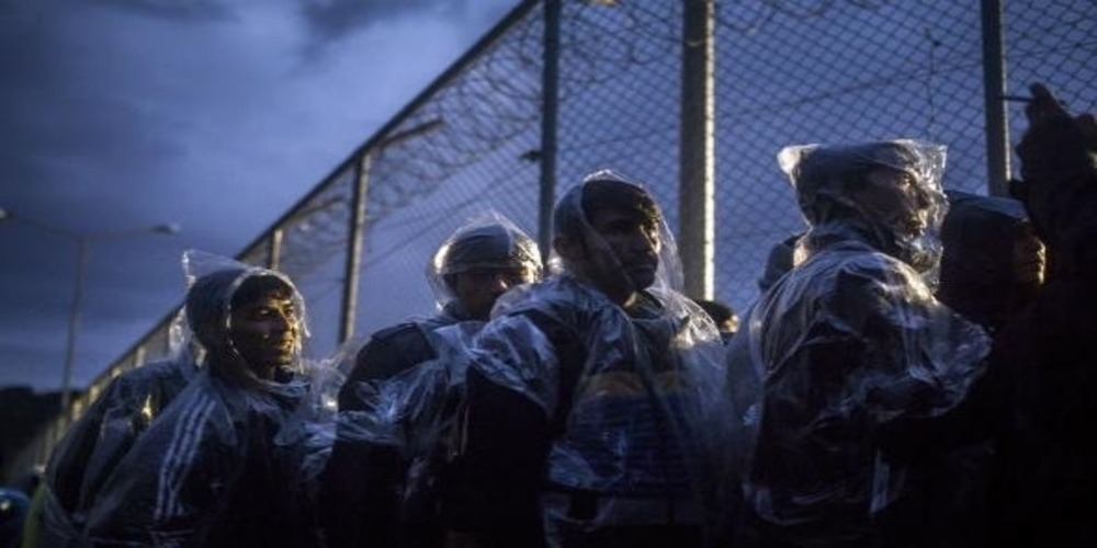 """Ολονύχτιες """"μάχες"""" πάνω στον φράχτη του Έβρου αστυνομικών-λαθρομεταναστών – Τούρκοι στρατιώτες τους βοηθούσαν… ανοίγοντας διόδους!!!"""