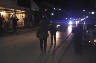 Καστανιές-συγκινητικά ΒΙΝΤΕΟ: Με τον εθνικό ύμνο και καταχειροκροτούμενοι απ' τους κατοίκους, πηγαίνουν για υπηρεσία οι αστυνομικοί