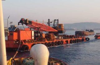Σαμοθράκη: Φτάνει αύριο ο πλωτός γερανός, ξεκινούν Τρίτη του Πάσχα οι εργασίες καθαρισμού στο λιμάνι Καμαριώτισσας