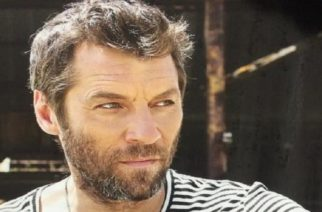 Ο αγαπημένος Εβρίτης ηθοποιός Γιάννης Στάνκογλου, έγινε… βεδουίνος στο κέντρο της Αθήνας λόγω κορονοϊού