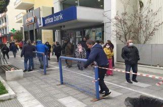 Αλεξανδρούπολη: Κιγκλιδώματα και σήμανση απ' τον δήμο στις τράπεζες, για ν' αποφεύγεται ο συνωστισμός