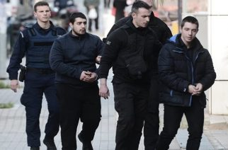 """Δίκη Τοπαλούδη: Ο Αλβανός «τα ρίχνει» στον Ροδίτη – «Αυτός μαχαίρωσε, χτύπησε και την πέταξε στα βράχια"""""""