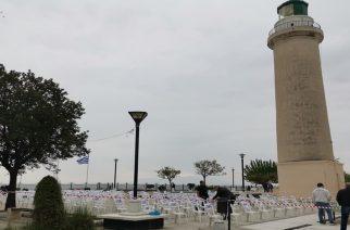 Αλεξανδρούπολη: Με άδειες καρέκλες στην πλατεία Φάρου η σιωπηρή διαμαρτυρία των επαγγελματιών καφέ-εστίασης
