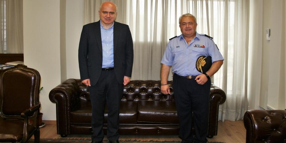Επίσκεψη του νέου Διοικητή Περιφερειακής Πυροσβεστικής Διοίκησης ΑΜ-Θ Κ.Δαδούδη, στον Περιφερειάρχη Χρήστο Μέτιο