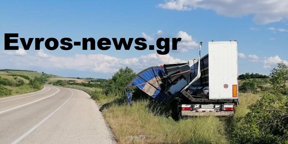 Ορεστιάδα: Νταλίκα με βαρύ φορτίο έφυγε απ' τον δρόμο στην περιοχή του Τριγώνου