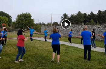 ΒΙΝΤΕΟ: Βρήκαν την λύση να χορέψουν οι Θρακιώτες αγαπημένους τους χορούς… Μένοντας ασφαλείς