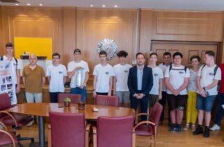 Η βραβευμένη ομάδα ρομποτικής roboftiaxtesτου 1ου Γυμνασίου στον Δήμαρχο Αλεξανδρούπολης