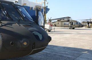 """Αλεξανδρούπολη: Συναρμολογήθηκαν και """"πέταξαν"""" για Ρουμανία τα μισά αμερικανικά ελικόπτερα (ΒΙΝΤΕΟ)"""