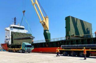 Αλεξανδρούπολη: Έφτασαν στο λιμάνι οι σωλήνες του διασυνδετήριου αγωγού φυσικού αερίου IGB (φωτορεπορτάζ)