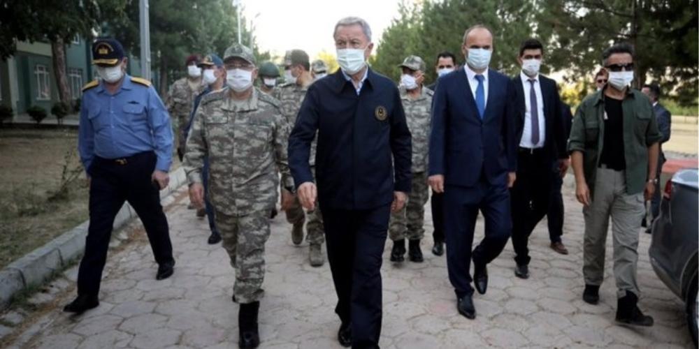 Ξαφνικά στην περιοχή του Έβρου, ο Τούρκος υπουργός Άμυνας Ακάρ – Επιθεώρησε τα στρατεύματα