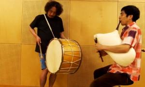ΒΙΝΤΕΟ: Δυο Ιάπωνες παίζουν στην χώρα τους ζωναράδικο (Στο χωρίον Μεταξάδες)
