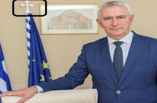 Δημοσχάκης: Έβαλε σταυρό ακόμα και στον ιστό σημαίας της… Ευρωπαϊκής Ένωσης!!!
