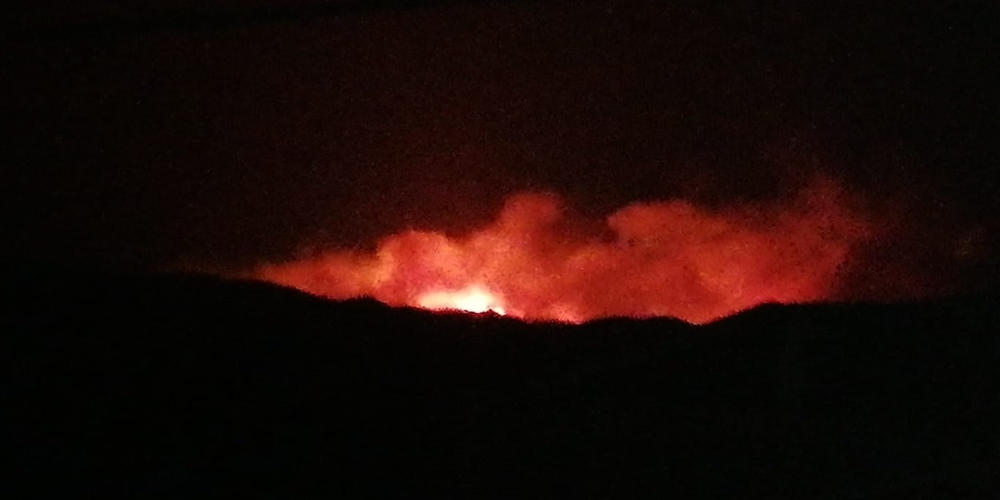 Πολύ δύσκολη η νύχτα με φωτιά που έχει μέτωπο 3 χιλιόμετρα, κοντά στο χωριό Νίψα