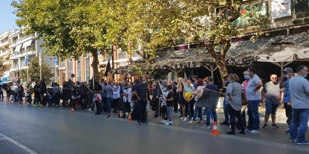 Αλεξανδρούπολη: Οι κάτοικοι διαμαρτύρονται για το σχεδιαζόμενο κλείσιμο του στρατοπέδου Προβατώνα (ΒΙΝΤΕΟ)