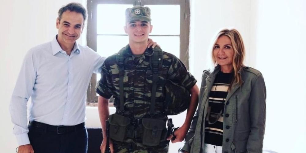 Ο Πρωθυπουργός Κ.Μητσοτάκης και η σύζυγος του επισκέφθηκαν τον στρατευμένο γιο τους και έφαγαν μαζί του