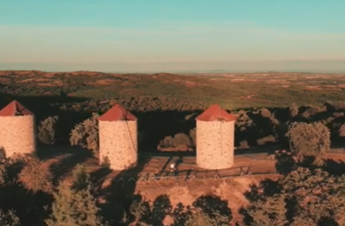 """ΒΙΝΤΕΟ: Οι εντυπωσιακοί ανεμόμυλοι της Μελίας μέσα απ' το """"Up in North"""" project"""