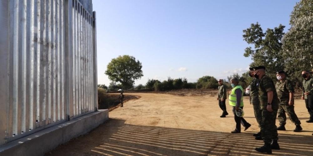 Ζορίζονται οι Τούρκοι απ' την κατασκευή του φράχτη – Στρατιωτική παρουσία, βρισιές στα… ελληνικά και σειρήνες