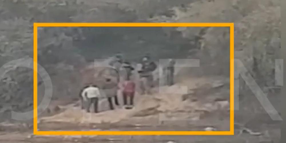 ΒΙΝΤΕΟ-Ντοκουμέντο: Τούρκοι στρατιωτικοί καθοδηγούν διακινητές λαθρομεταναστών στον Έβρο