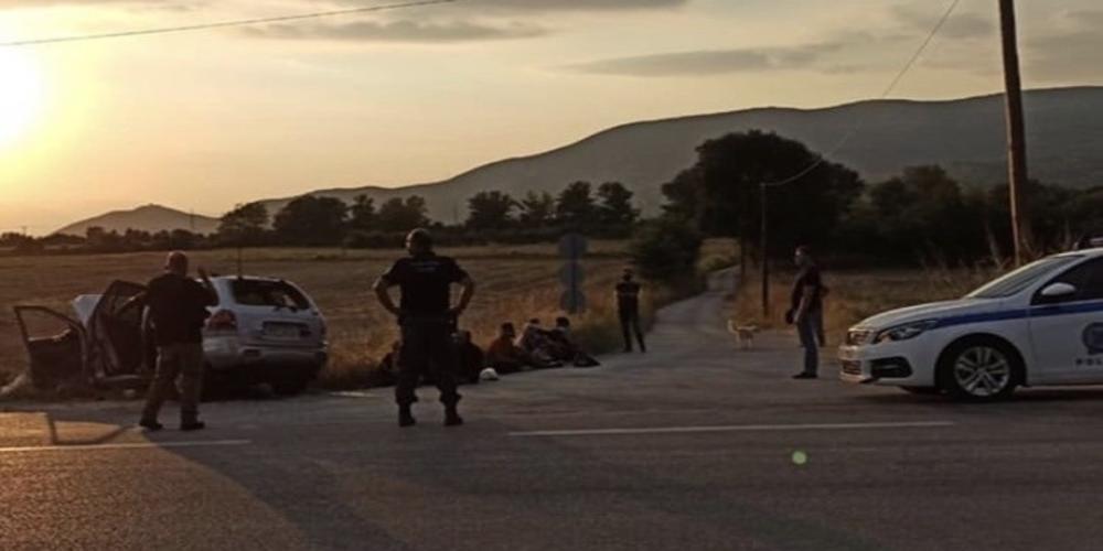 Διδυμότειχο: Διακινητής λαθρομεταναστών έπεσε με αυτοκίνητο πάνω σε αστυνομικό όχημα στο Ασημένιο, αλλά συνελήφθη
