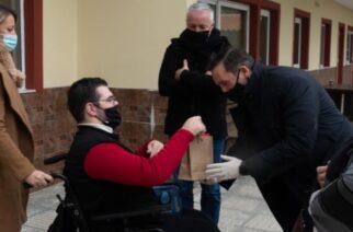 Αλεξανδρούπολη: Δέματα αγάπης στο Ειδικό Σχολείο, απ' τον δήμαρχο Γ.Ζαμπούκη και την Πρόεδρο του Πολυκοινωνικού