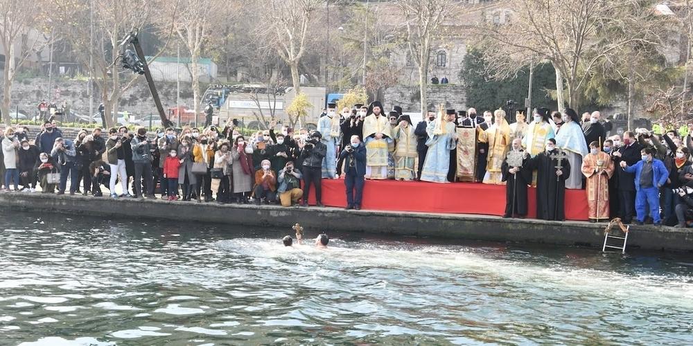 Κωνσταντινούπολη: Με μεγαλοπρέπεια ο εορτασμός των Θεοφανείων στο Φανάρι – Κανονικά ο αγιασμός των υδάτων απ' τον Πατριάρχη