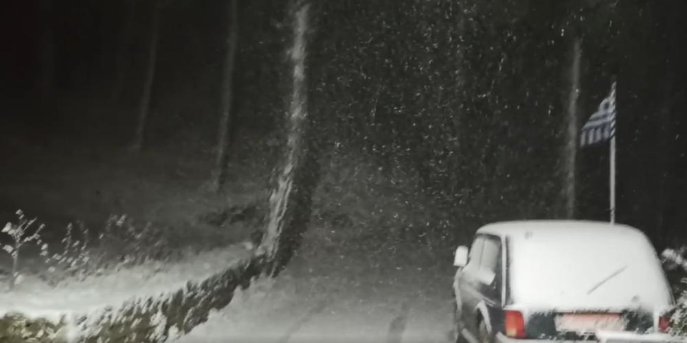 Το.. έστρωσε για καλά στην Σαμοθράκη – Χιονίζει σε όλο το νησί (ΒΙΝΤΕΟ)