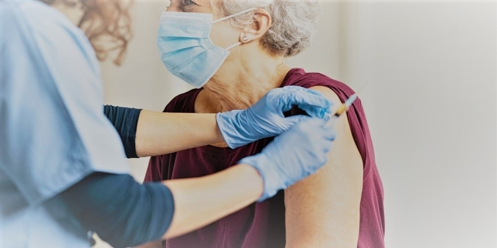 Ο Δήμος Αλεξανδρούπολης στον πλευρό ανήμπορων και μοναχικών ηλικιωμένων για τη διευκόλυνση του εμβολιασμού τους