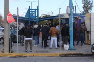 Μελλοντικές εικόνες απ' την Ορεστιάδα: Συνωστισμός εκατοντάδων λαθρομεταναστών στα ΑΤΜ Μυτιλήνης για είσπραξη επιδομάτων