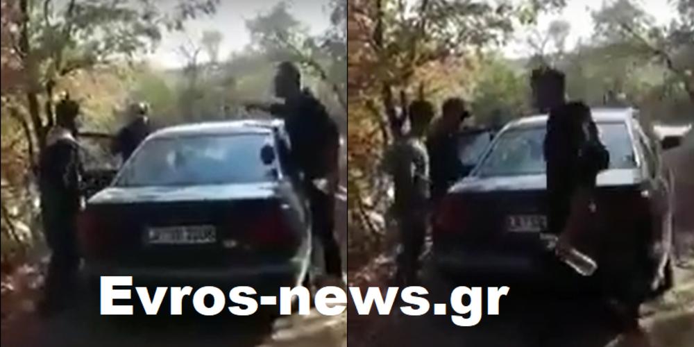 ΒΙΝΤΕΟ: Λαθρομετανάστες βρίσκουν αυτοκίνητο, που είχαν συνεννοηθεί να περιμένει παρατημένο στα ορεινά Σουφλίου