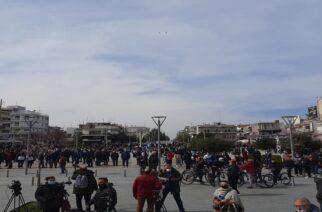 Ορεστιάδα: Όλο και αυξάνεται ο κόσμος για τη μεγάλη συγκέντρωση διαμαρτυρίας που αρχίζει σε λίγο