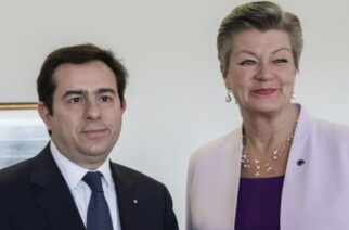 """Δήλωση δημοτικών συμβούλων Μυτιλήνης: """"Γιόχανσον, Μηταράκης έρχονται εν είδει κατακτητών, να μας """"σκλαβώσουν"""" με ατέλειωτο χρήμα"""""""