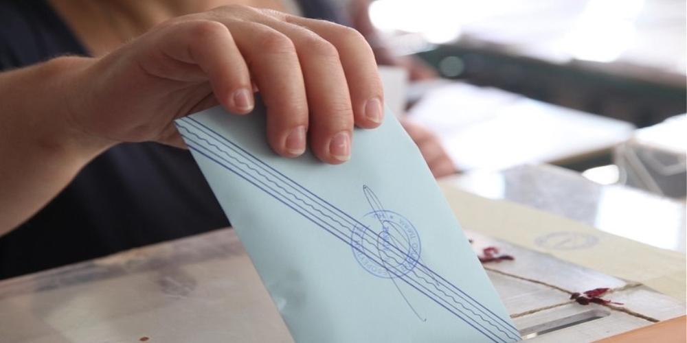 Σύλλογοι απόδημων Ελλήνων: Να στηρίξουν όλα τα κόμματα ψήφο απ' τον τόπο διαμονής χωρίς περιορισμούς