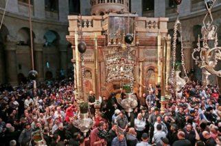 Ιεροσόλυμα: Βγήκε το Άγιος Φως από τον Πανάγιο Τάφο – Η συγκλονιστική στιγμή της Αφής(ΒΙΝΤΕΟ)