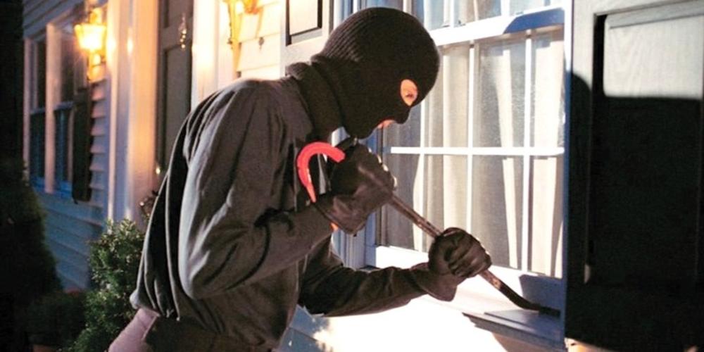 Αλεξανδρούπολη: Μπήκε απ' την μπαλκονόπορτα σε σπίτι και έκλεψε χρήματα, αλλά συνελήφθη