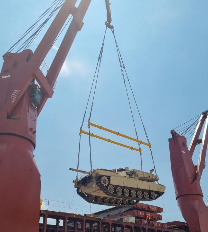 First batch of American Abrams tanks unloaded at the port of Alexandroupolis 6