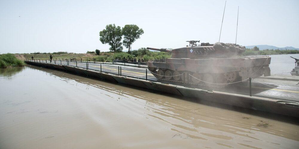 Εντυπωσιακή στρατιωτική άσκηση διάβασης υδάτινου εμποδίου στον ποταμό Έβρο απ' το Δ' Σώμα (ΒΙΝΤΕΟ+φωτό)