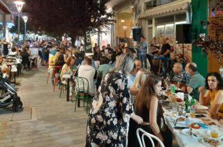 """Ορεστιάδα: Άλλη μια πολύ πετυχημένη """"Λευκή Νύχτα"""" με γεμάτα μαγαζιά (ΒΙΝΤΕΟ)"""