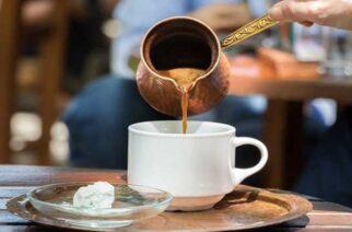 """Αλεξανδρούπολη: """"Καμπάνα"""" 2.000 ευρώ και 7ήμερο λουκέτο σε γνωστό καφέ για ανεμβολίαστους πελάτες"""