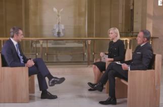 Γαλλία: Με φόντο τη Νίκη της Σαμοθράκης, η συνέντευξη του Πρωθυπουργού στο μουσείου του Λούβρου